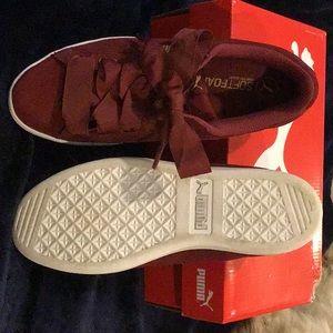 Ladies Puma sneakers - size 8.5